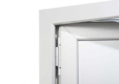 drzwi_GENEO_białe_otwarte_kryte_zawiasy