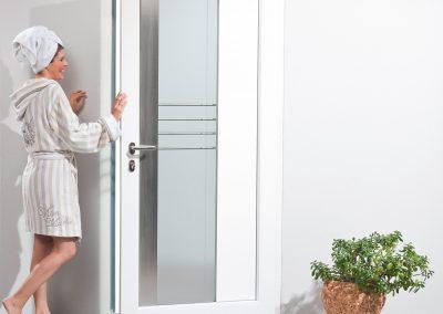drzwi_GENEO_kobieta_szlafrok